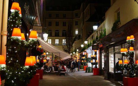 パリの冬は街中イルミネーション