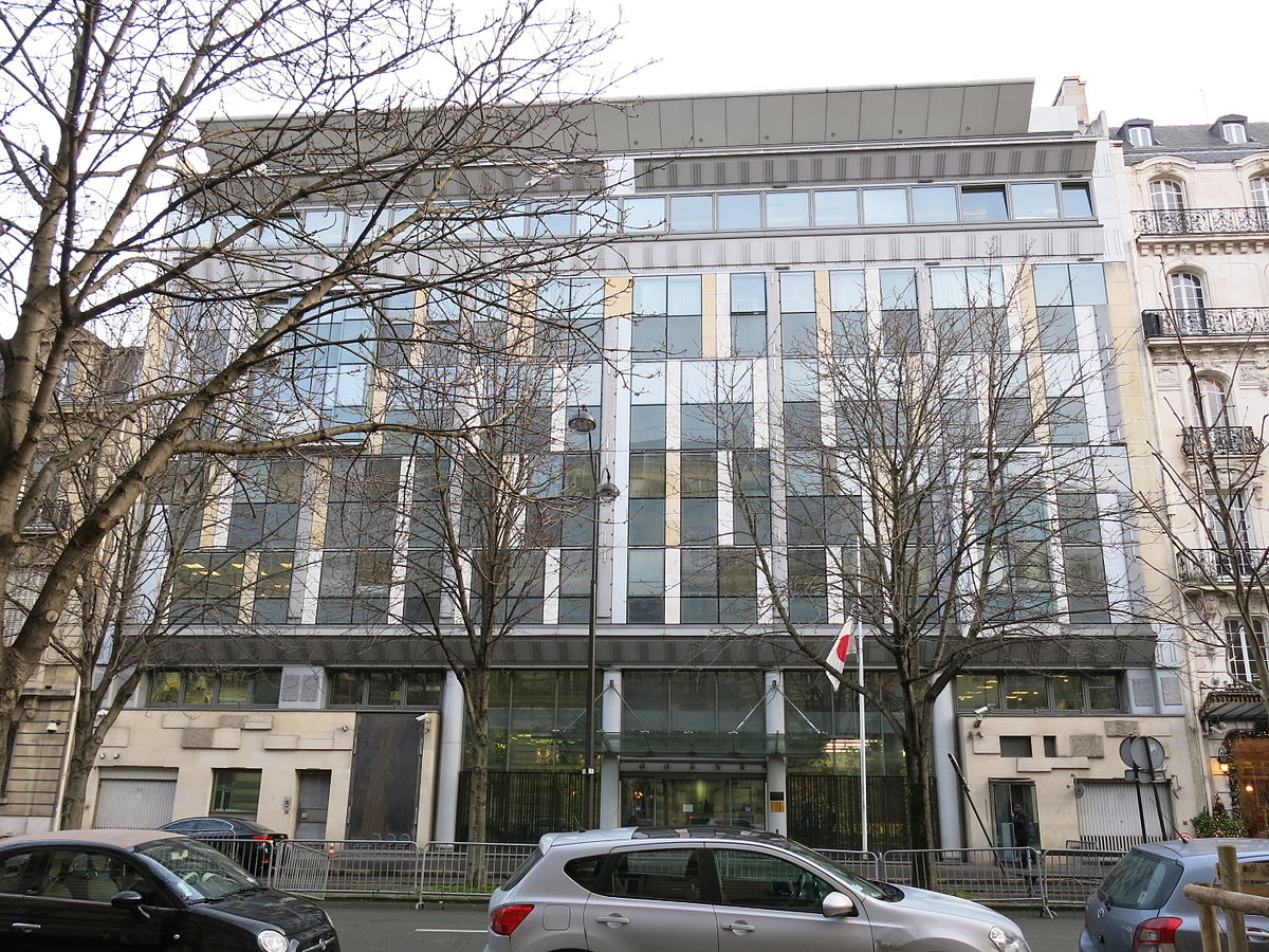 パリで困った時は⇒日本大使館は凱旋音から徒歩圏